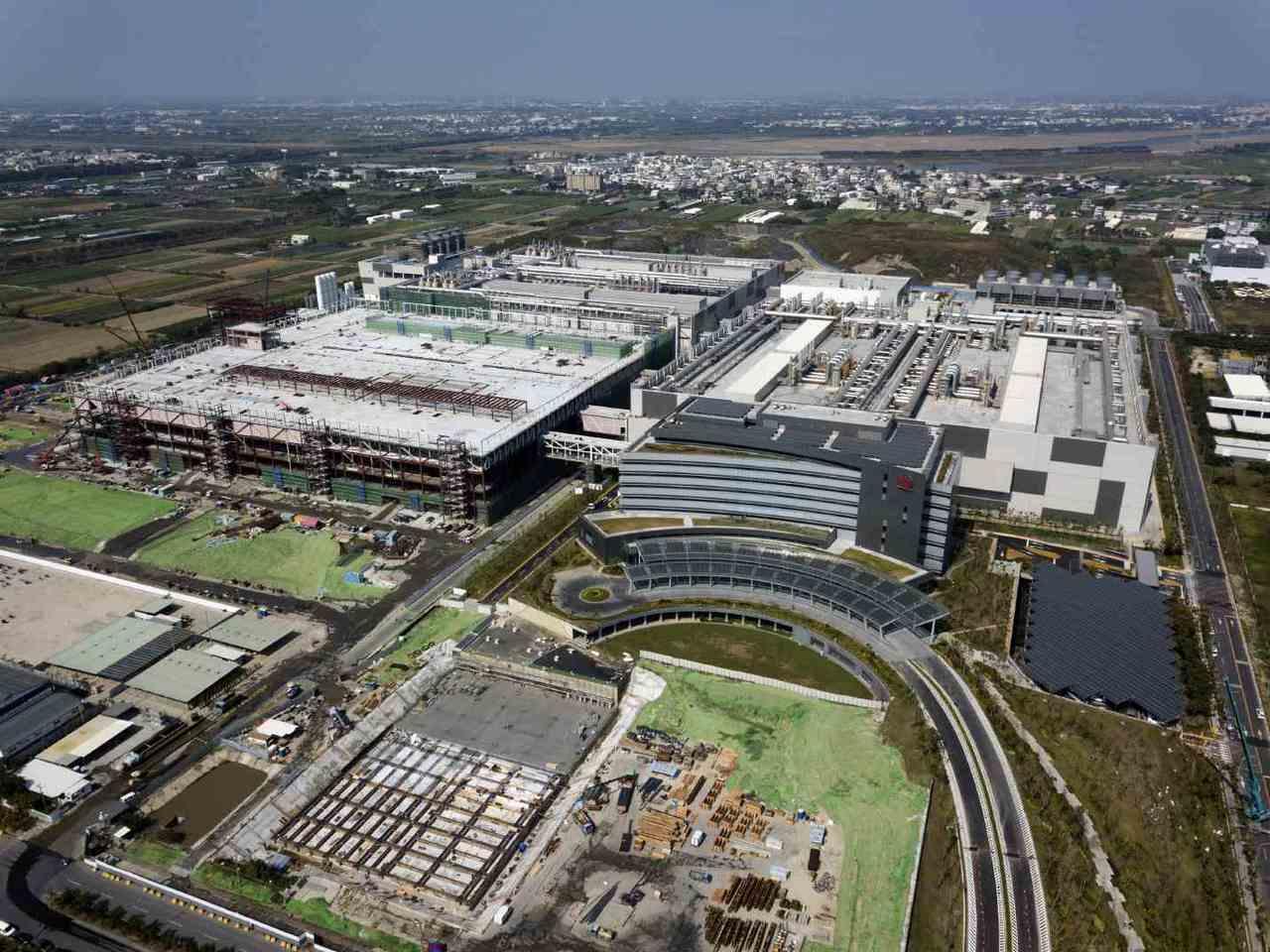 台積在最新的南科18廠,投資上兆,是台灣史上最大規模的產業投資項目,將成為台積未...