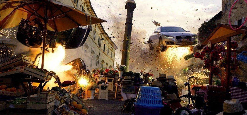 「鬼影特攻:以暴制暴」充滿刺激的大型爆破場面。圖/Netflix提供