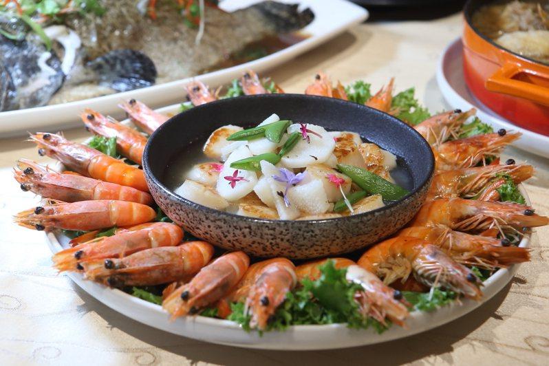 白灼青龍白蝦與褐藻昆布醬燒北海道干貝。記者陳睿中/攝影