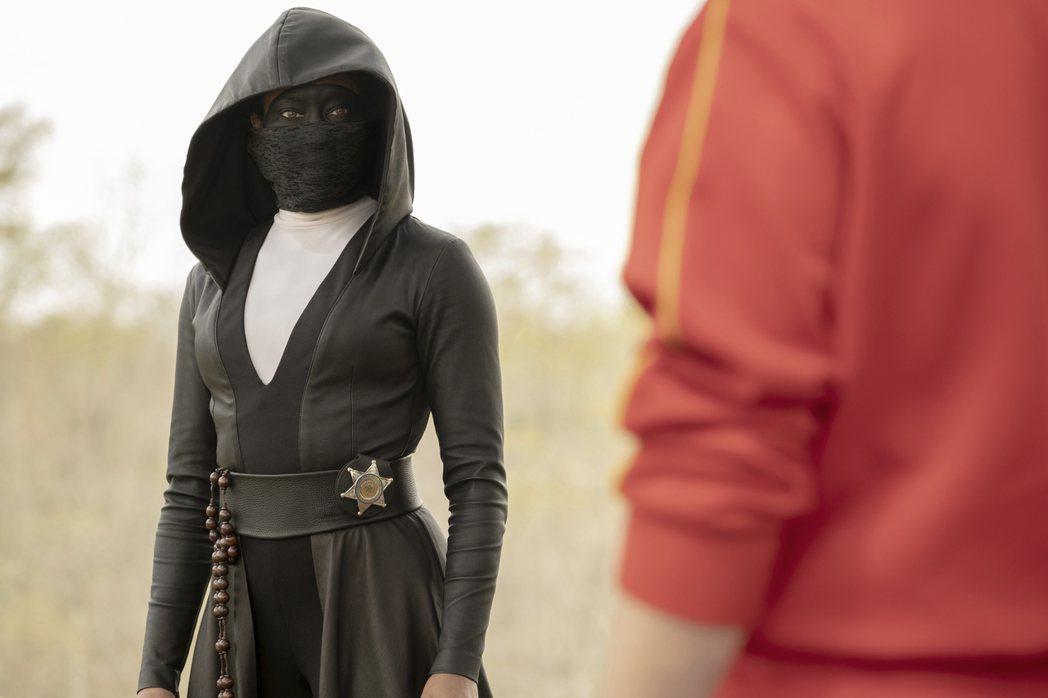 蕾吉娜金恩在影集「首護者」飾演蒙面女俠。圖/HBO提供