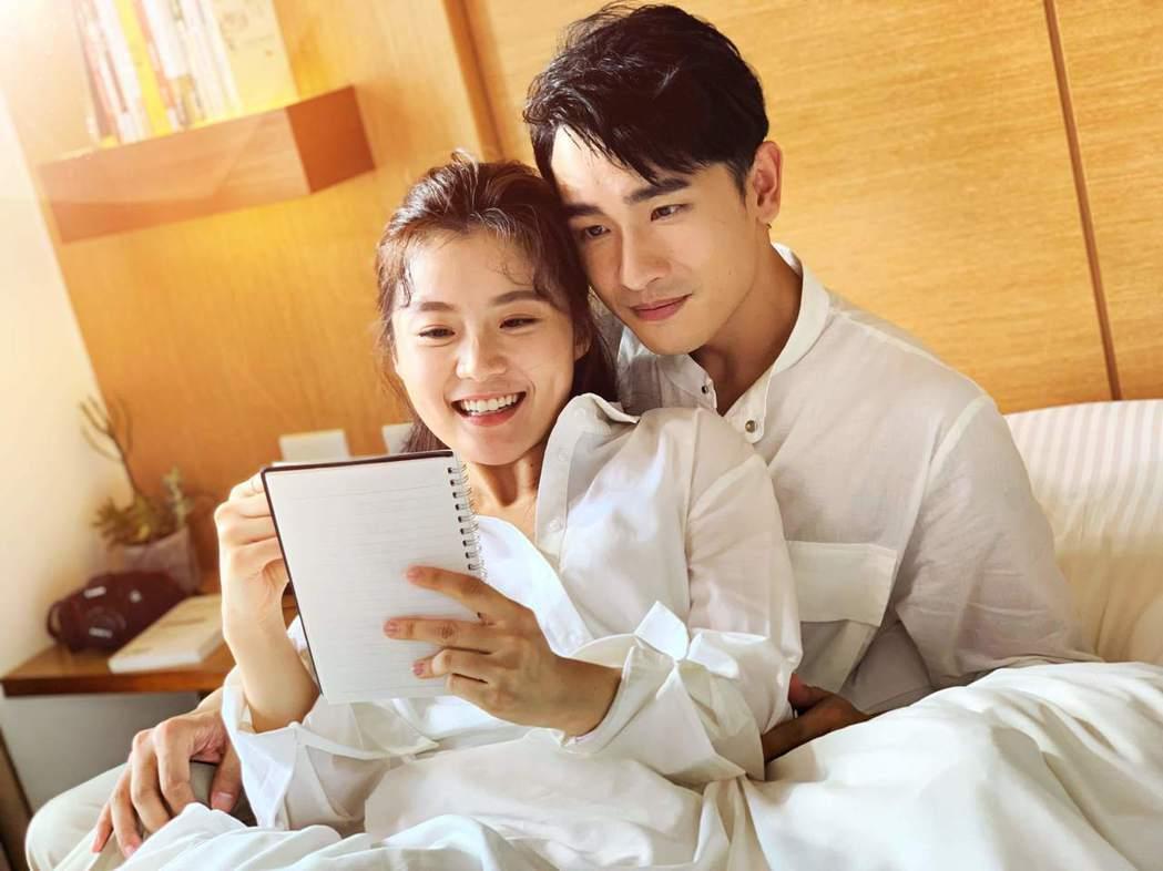 陳謙文(右)跟楊小黎有浪漫的滾床戲。圖/星火映畫提供