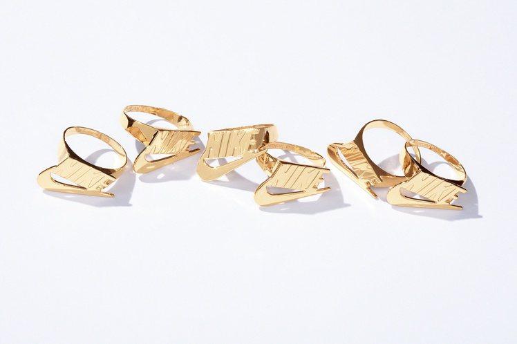 Supreme x Nike 最新聯名系列戒指。圖/摘自Supreme官網
