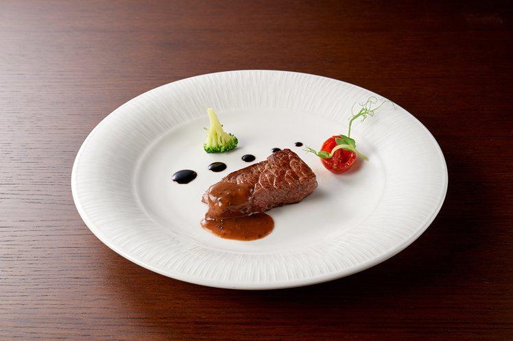 嫩煎美國極黑和牛排。圖/台北美福大飯店提供