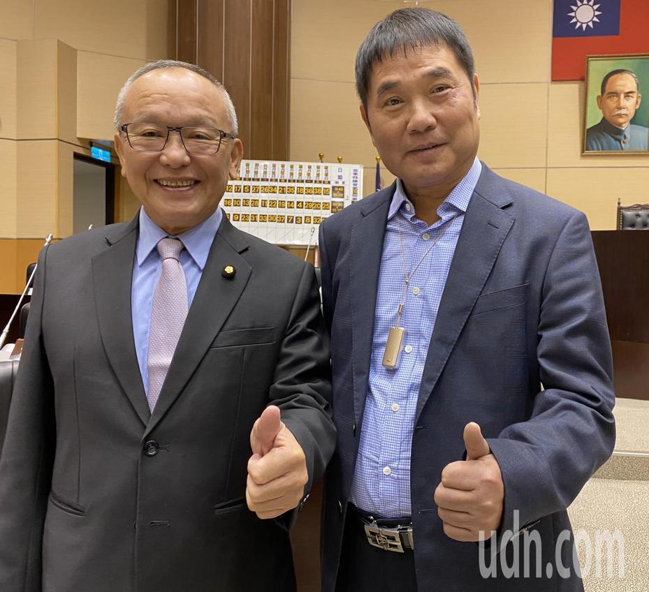 苗栗縣長徐耀昌(左)與議長鍾東錦。記者劉星君/攝影
