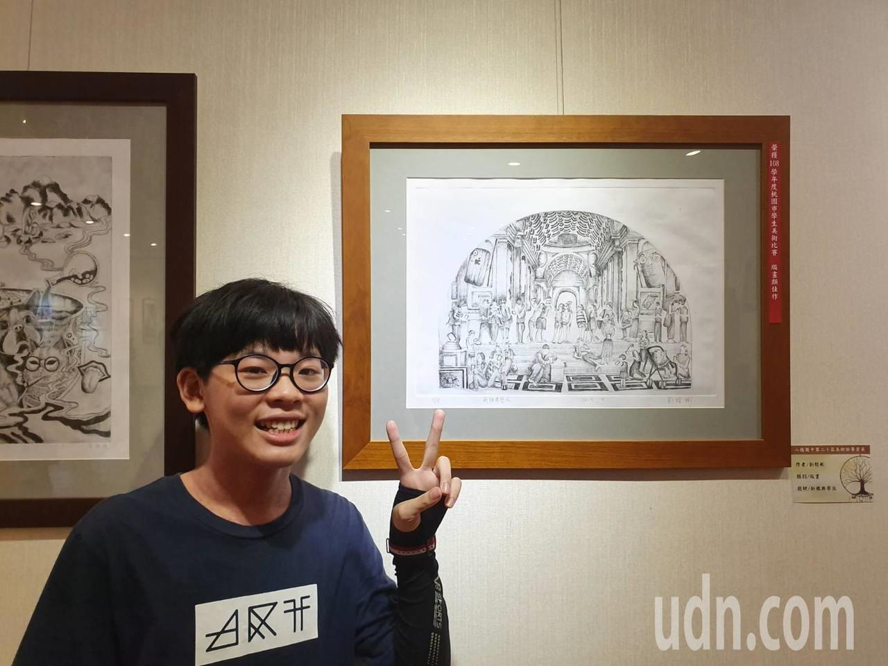 學生劉楷彬作品「新典雅學派」創作靈感來自現代社會充斥3C產品、人手一隻手機,對於...