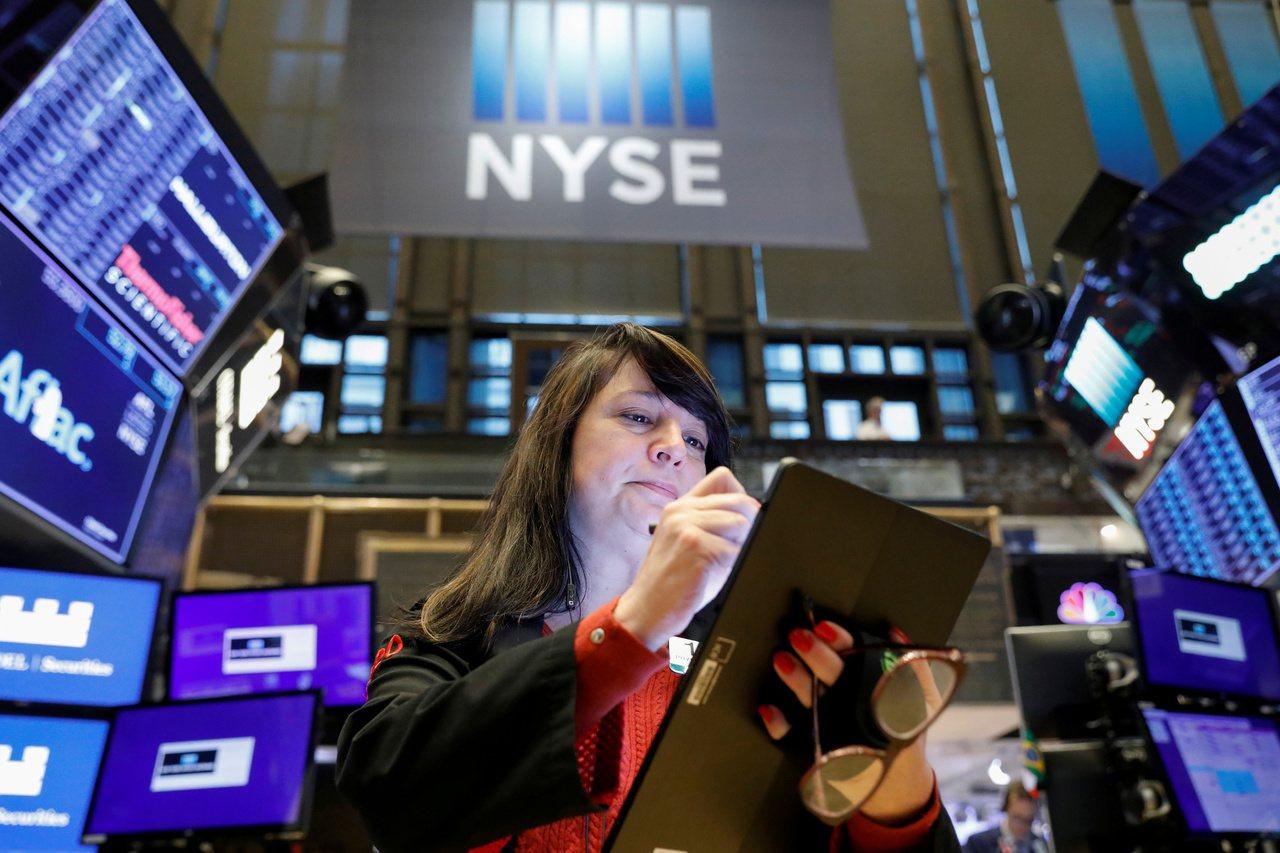 紐約證交所爭取IPO,準備放寬規定,讓直接掛牌的公司可在掛牌首日能發售新股籌募資...