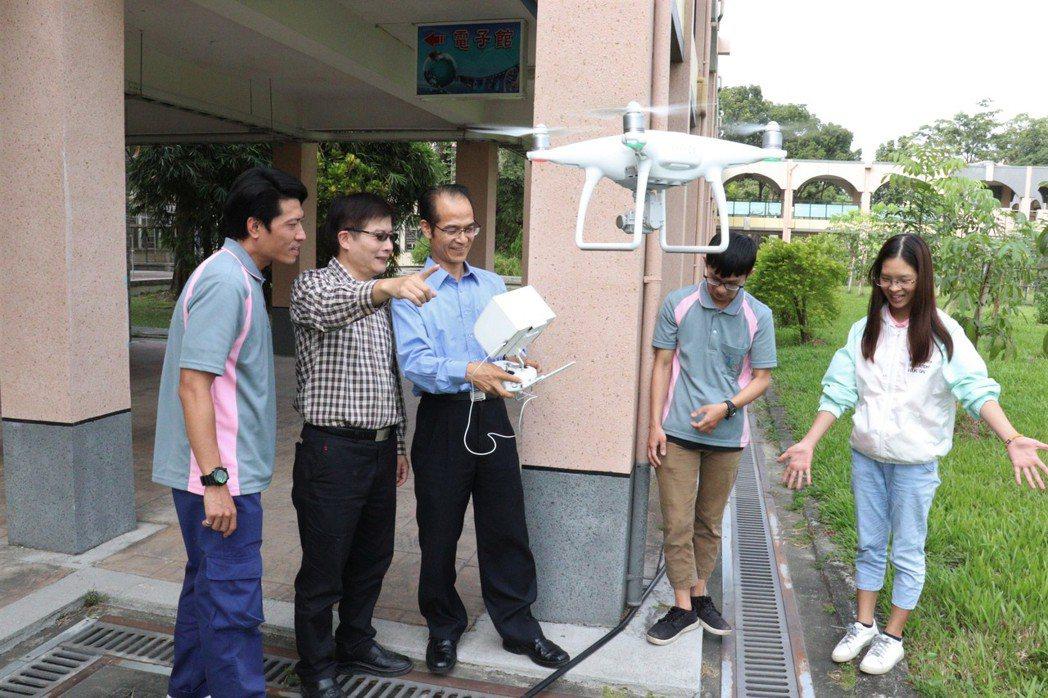 雲嘉南分署首開無人機班,學員初體驗覺得很新鮮。圖/雲嘉南分署提供