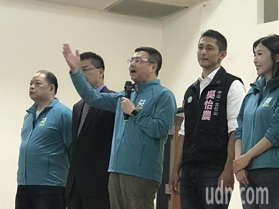 民進黨立委參選人吳怡農(右二)。記者楊正海/攝影