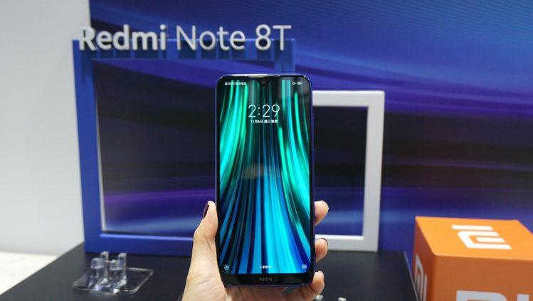 Redmi Note 8T擁有6.3吋水滴全面屏。記者黃筱晴/攝影