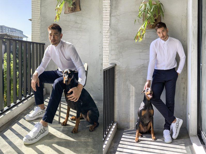 2018年受本報邀請拍攝時尚專題時,高以翔難得留下與毛孩的同框照。圖/單點影像提供
