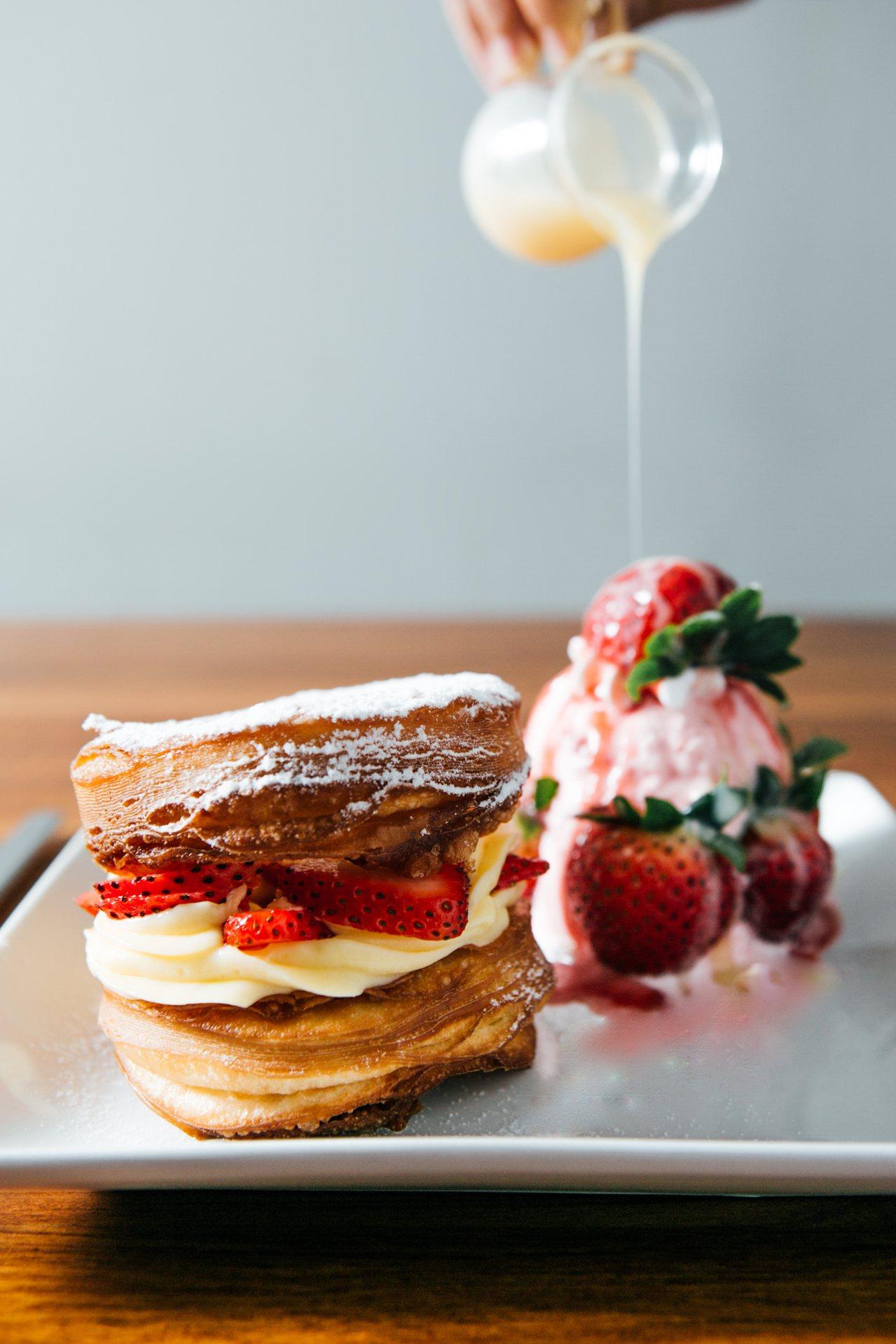 好滴咖啡人氣甜點草莓可拿滋。圖/環球購物中心提供