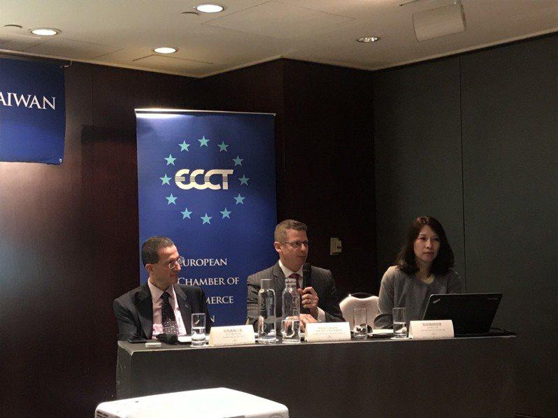 歐洲在台商務協會(ECCT)今(27)日與全球人才招募專業顧問公司米高蒲志(Michael Page)發表「2020台灣薪酬標準指南」。歐商指出,台灣商業環境仍處於人才技能較高,而薪資成本卻偏低的情況。記者林于蘅/攝影