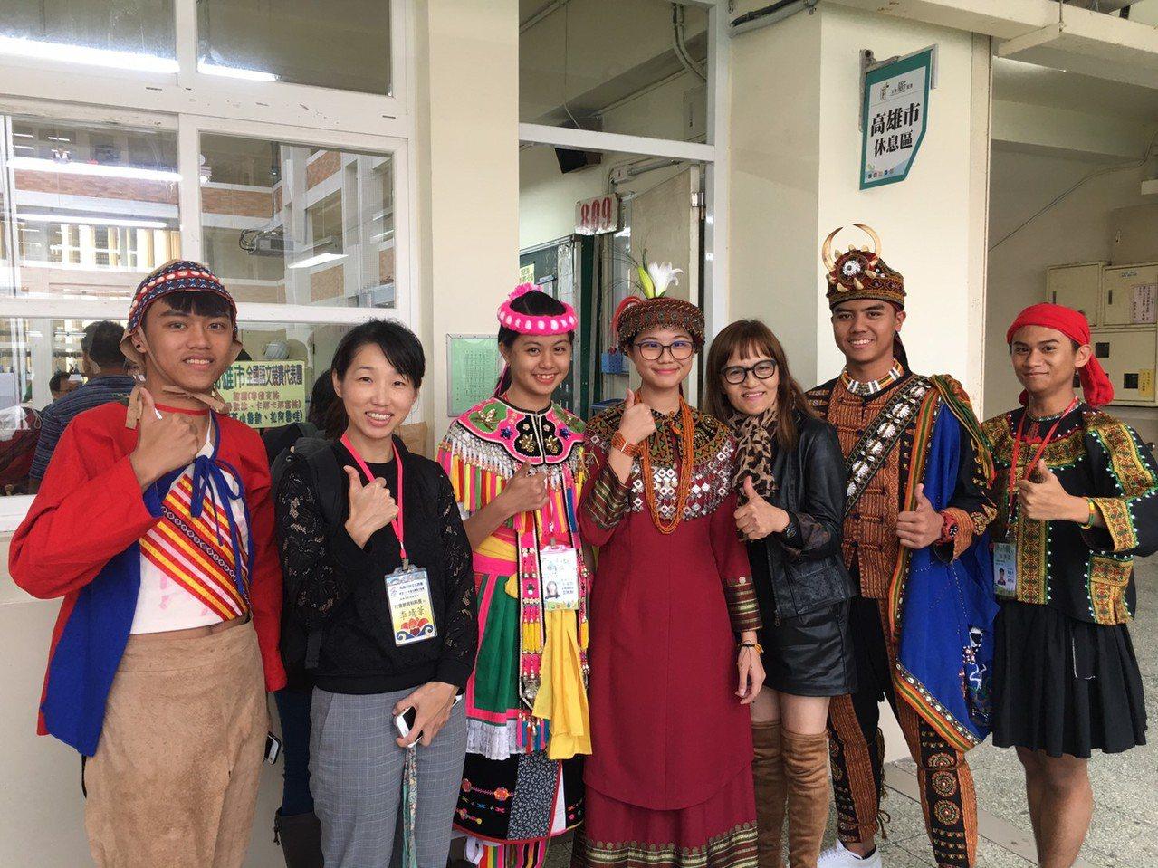 高雄市在108年全國語文競賽表現傑出,共有50名師生於國、台、客語與原住民語朗讀...