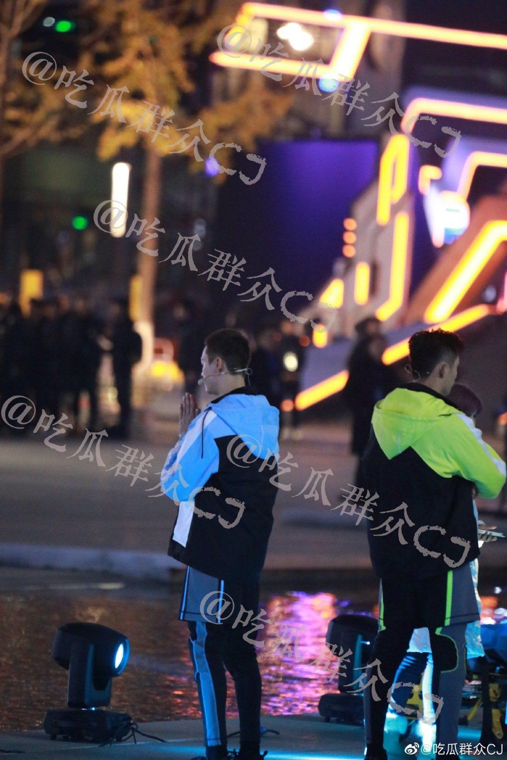 陳偉霆當時在旁雙手合十,為高以翔祈禱。圖/摘自微博