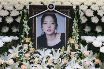 前韓國女團Kara成員具荷拉在首爾的靈堂。法新社