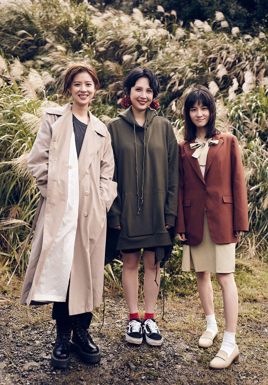 魏如萱(中)新歌「Ophelia」MV請來林予晞(左)與連俞涵上演女女戀。圖/好...