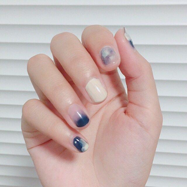 把藍色渲染開來,讓指尖更有質感。圖/摘自小紅書
