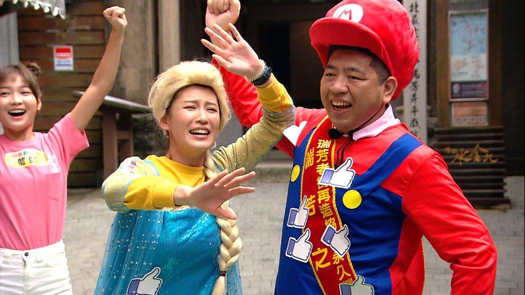 趙孟姿和NONO一起在九份老街搞笑。圖/民視提供