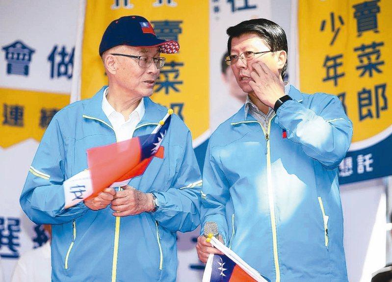 台南市議員謝龍介(右)號召韓粉入黨,挺謝明年1月11日後選黨主席改造黨。 圖/聯合報系資料照片