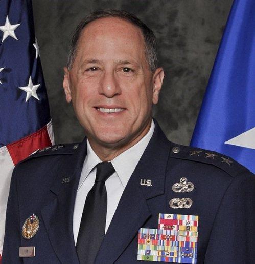 退休的空軍中將李維遭控對軍中同袍言語霸凌,包括模仿豬叫聲嘲笑女性部屬身材肥胖。(...