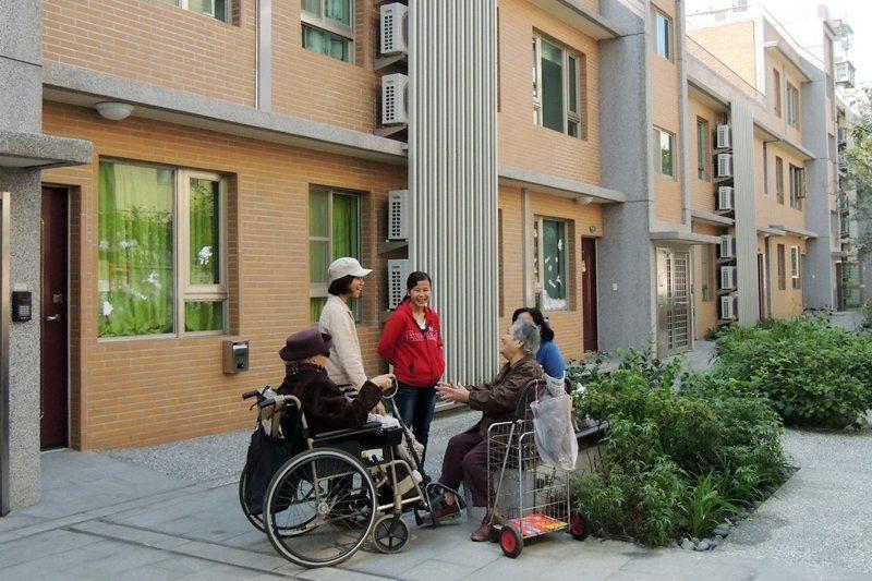 永和青年住宅承租戶透過崔媽媽基金會舉辦活動與鄰里交流。 圖/聯合報系資料照