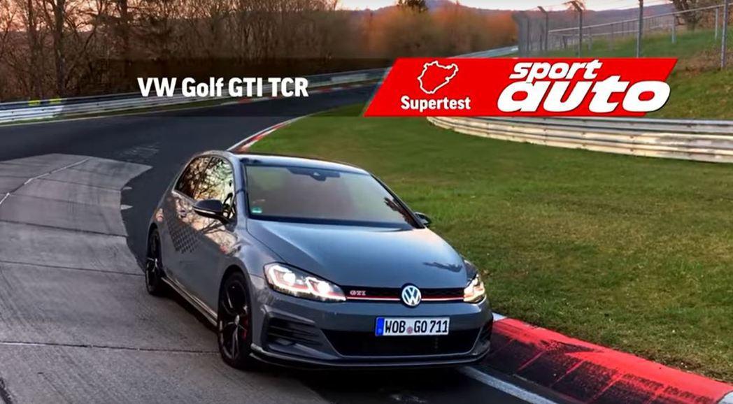 德國汽車雜誌Sport Auto駕駛Golf GTI TCR挑戰紐柏林。 摘自s...