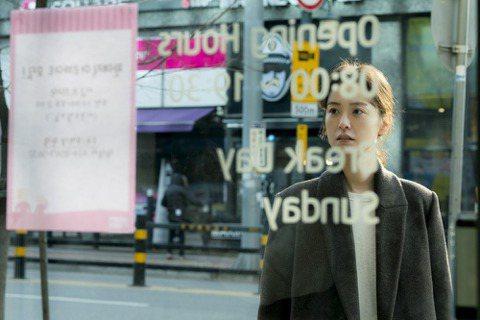 本文由網友dandelion授權轉載作為來韓國交換的第一部電影,82年生的金智英別具意義,且一點也不讓人失望。一年前看過小說原著,當時看完的心裡是一陣蒼涼,同身為亞洲的女性,即使身處在比看似比起韓國...