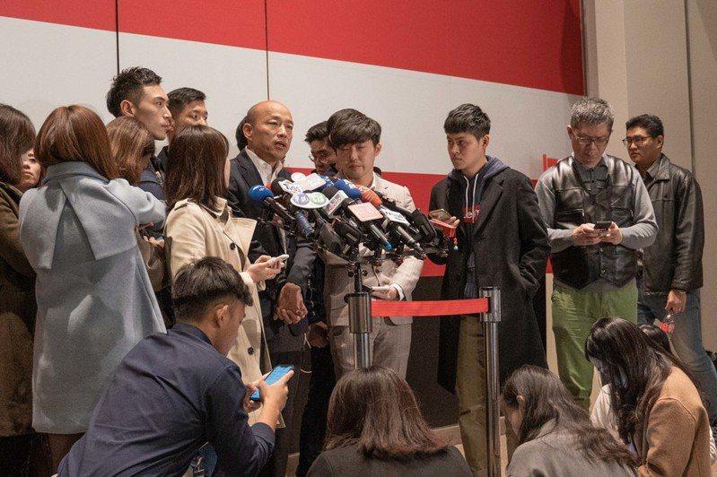 國民黨總統候選人韓國瑜呼籲支持者,從今以後接到民調電話都拒答,讓假民調單位,一口氣測不到真實的答案。(photo by張元融/台灣醒報)