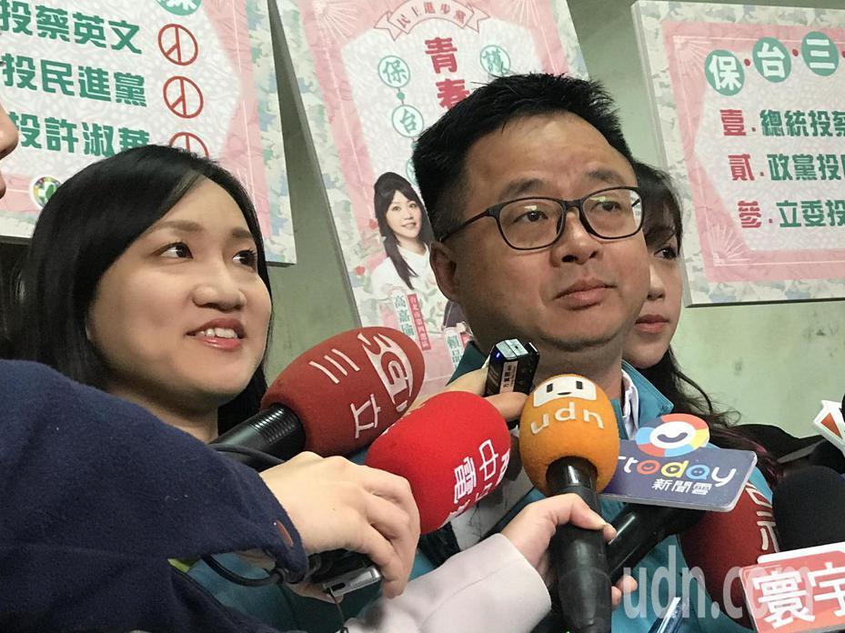 民進黨祕書長羅文嘉上午出席民進黨競選文宣小物發布記者會時受訪。記者楊正海/攝影