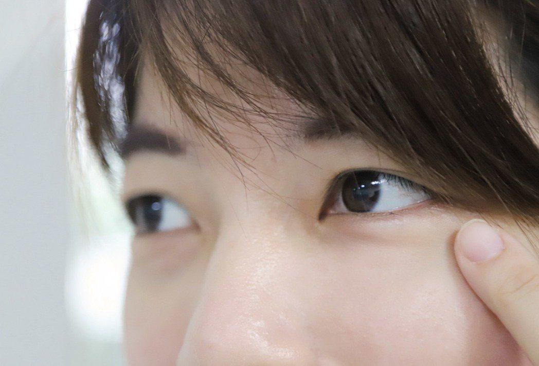 羅東博愛醫院指出,年輕族群的乾眼症原因多是因為用眼過度。圖/羅東博愛醫院提供(示...