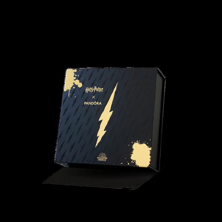 消費系列珠寶4件,送「哈利波特限量典藏版禮盒」。圖/PANDORA提供