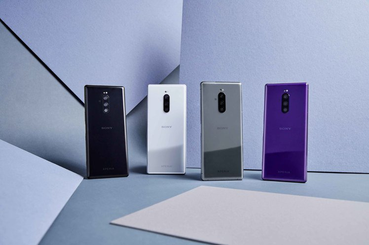 Xperia 1內附透明保護套,建議售價30,990元。圖/Sony Mobil...