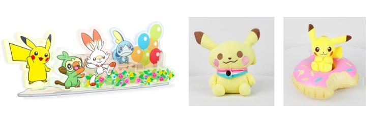 由左而右分別為,壓克力場景組、皮卡丘大針織玩偶、皮卡丘填充玩具甜甜圈泳圈。圖/摘...