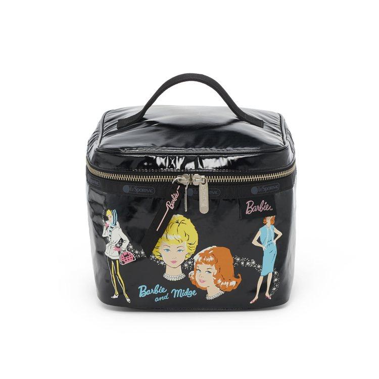 LeSportsac x Barbie 聯名系列,芭比時尚方形化妝包,3,250...