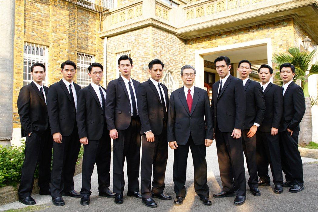 「國際橋牌社」由楊烈、周孝安等主演。圖/馬克吐溫影像提供