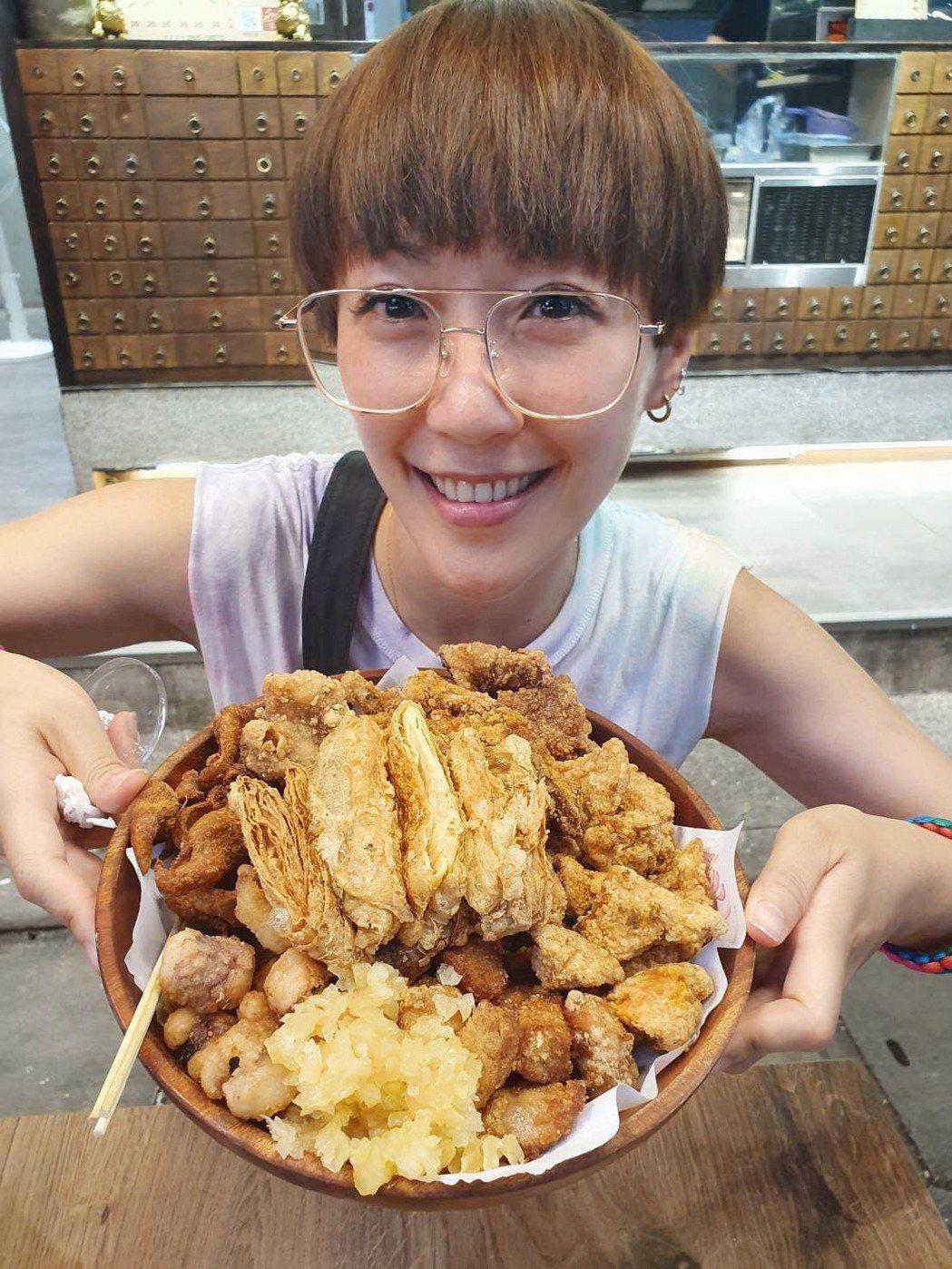 GIGI的鹽酥雞店開在人潮熱鬧的景美夜市裡。圖/GIGI臉書