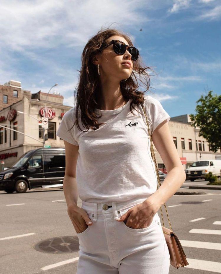 加拿大模特兒Anais Pouliot身穿耶誕限定款DIY T恤。圖/rag &...