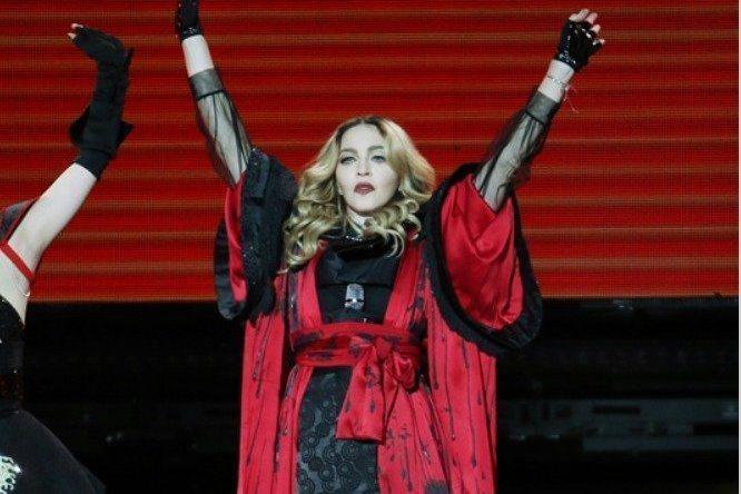 61歲的西洋流行樂天后瑪丹娜(Madonna)近期正在舉行「X夫人」巡演,但她卻因為健康問題,臨時取消本周六起在波士頓的3場演出,在IG表示現在無法承受身體的痛苦,需要休息並遵從醫生的指示。瑪丹娜說...