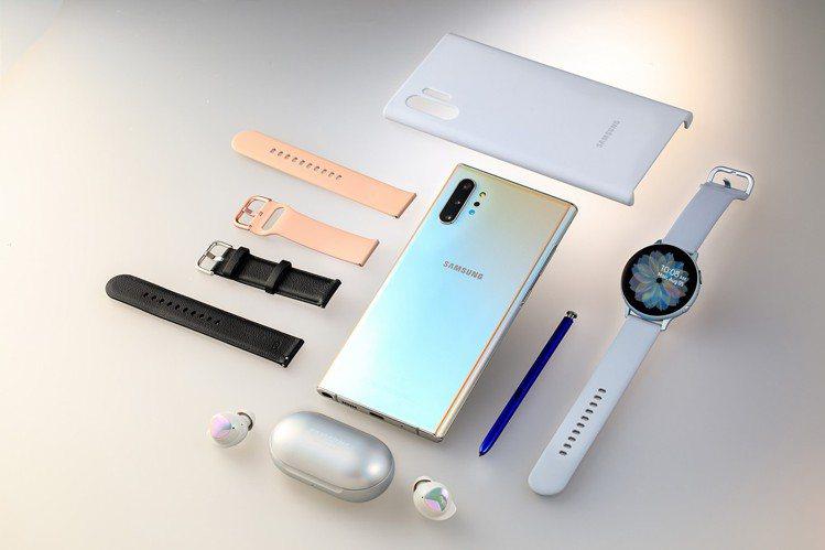 閃耀奇機組內容包含閃耀銀色款的Galaxy Note10+、Galaxy Wat...