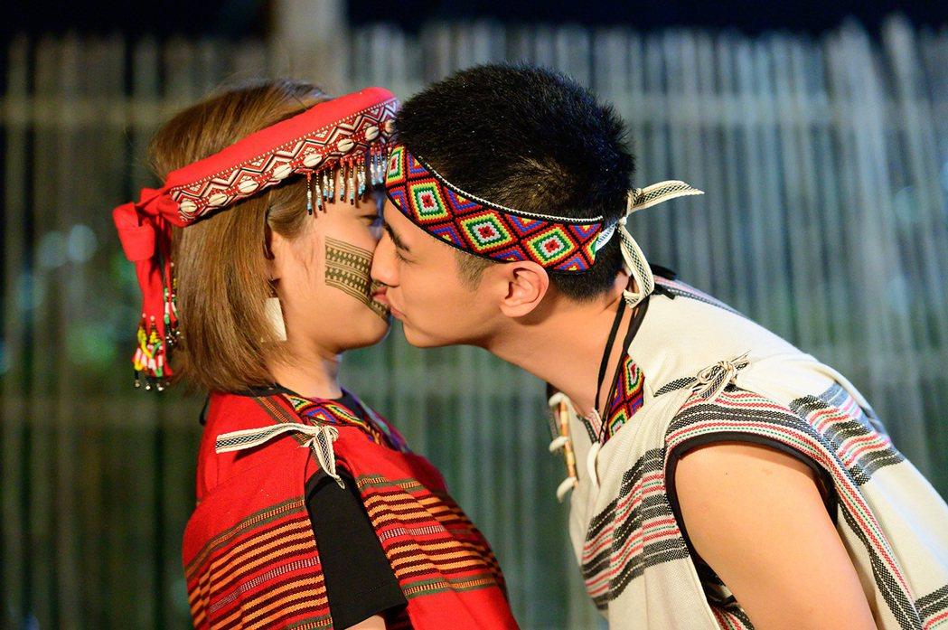 梁舒涵(左)、曾子余舉行原住民婚禮。圖/TVBS提供