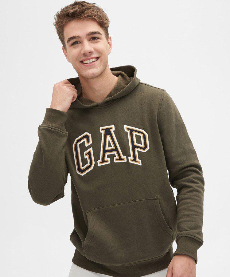 GAP時尚套頭連帽休閒上衣,原價1,999元,特價999元。圖/GAP提供