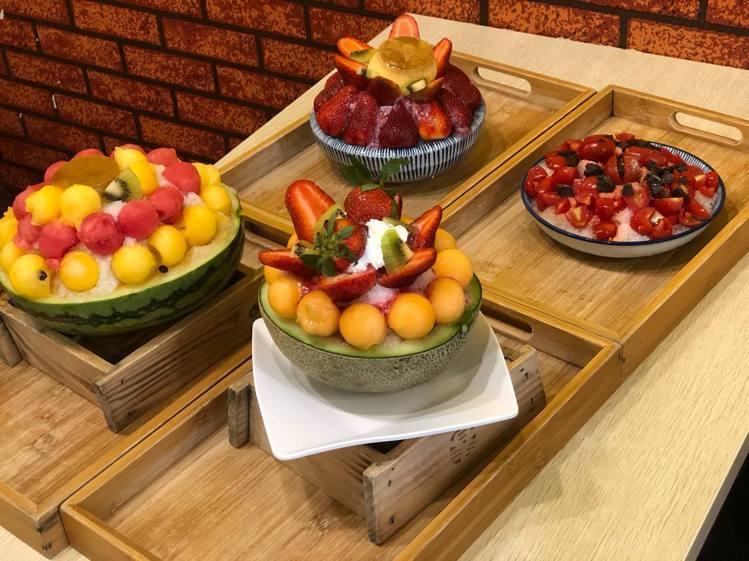 「南泉冰菓室」有許多浮誇系水果冰品。圖/南泉冰菓室 提供