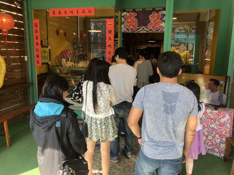 「南泉冰菓室」假日大排長龍是常態。圖/南泉冰菓室 提供