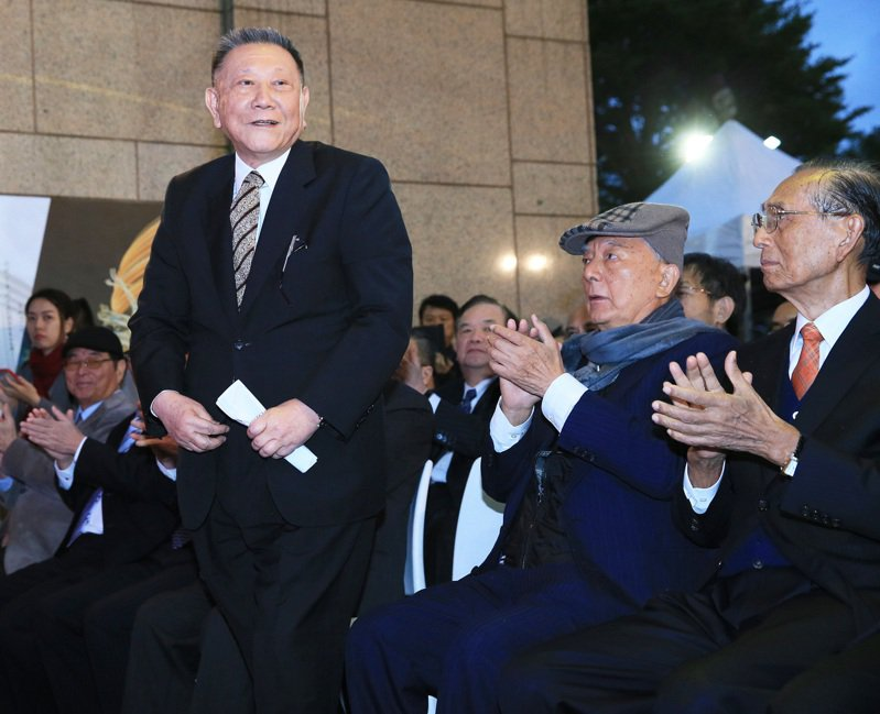 京華城創辦人沈慶京出席京華城感恩熄燈會,談及同仁情緒一度哽咽。記者潘俊宏/攝影