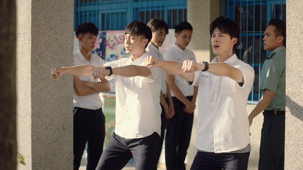 許光漢(右)、施柏宇在戲中遭體罰。圖/衛視中文台提供