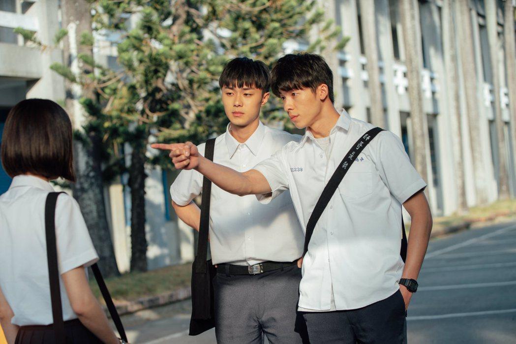 許光漢(右)、施柏宇演出「想見你」雙帥吸睛。圖/衛視中文台提供