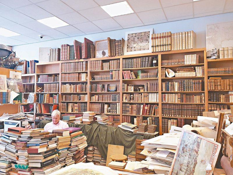 古書店那味道,真是迷人。