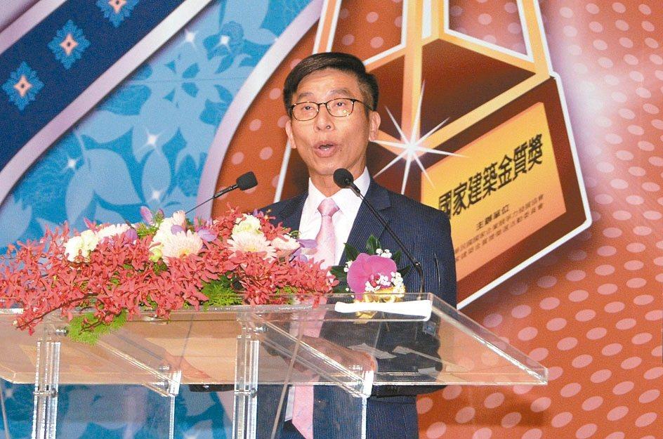 大會主任委員鍾佳濱指出,「國家建築金質獎」、「國家品牌玉山獎」促使台灣產業更加蓬...