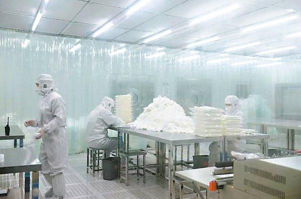 聚杰微纖董座仲鴻天臨危接棒,26歲就帶領企業成功IPO,專攻超細纖維高端織品。 ...