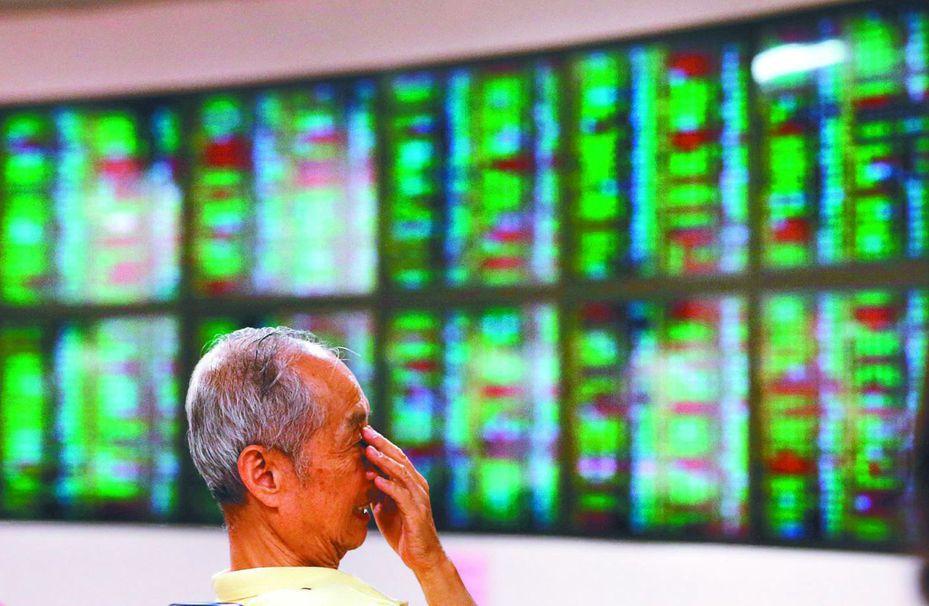 本週集中交易市場總成交金額為6517.27億元,全體上市股票成交金額為6088.39億元,股票成交量周轉率為1.69%。 圖/聯合報系資料照片